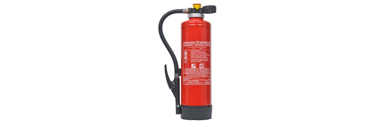 Ein Feuerlöscher ist ein tragbares...